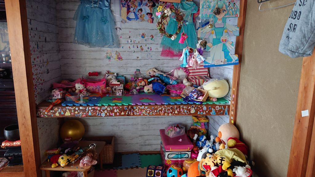 押入れを使ったおもちゃ収納の実例【姉妹で一つずつ】